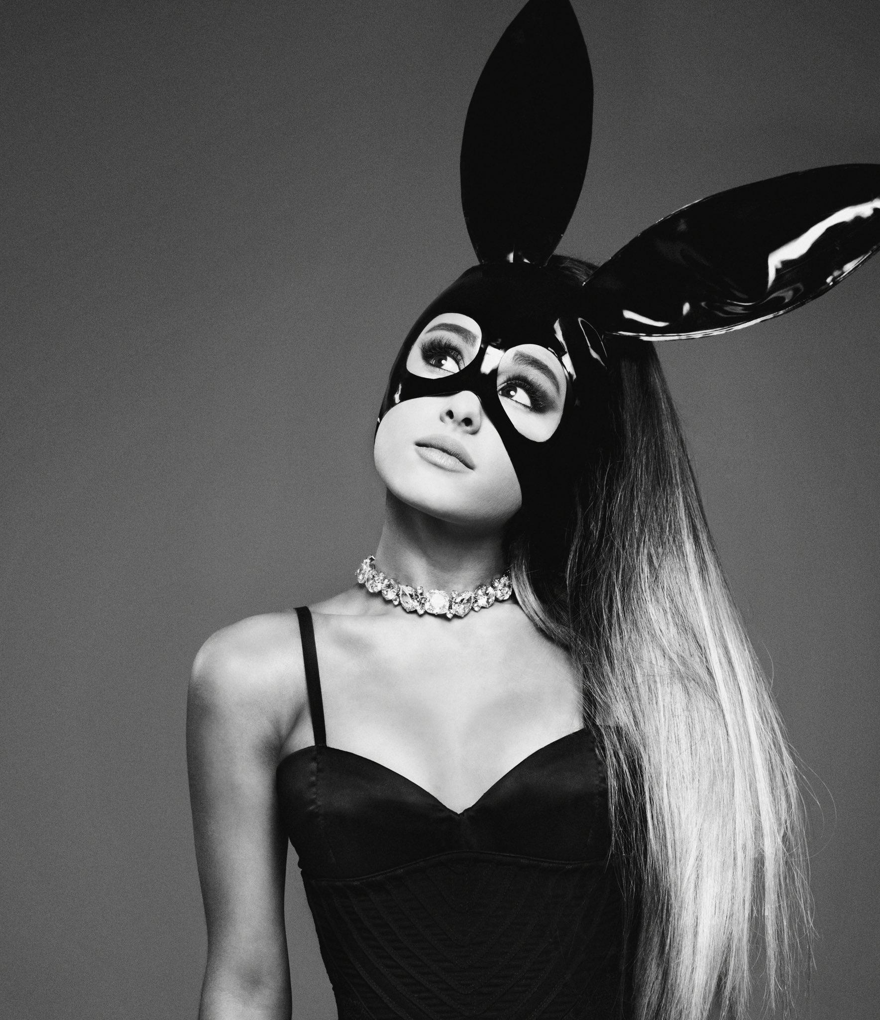 Ariana Grande ngay càng quyết liệt trong việc thay đổi phong cách.