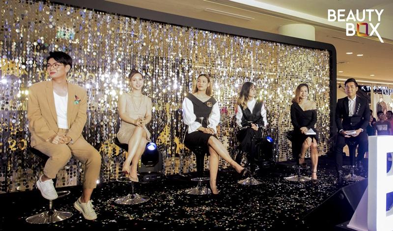 Các khách hàng được trò chuyện xoay quanh chủ đề làm đẹp từ mỹ phẩm Hàn Quốc với các nghệ sĩ.