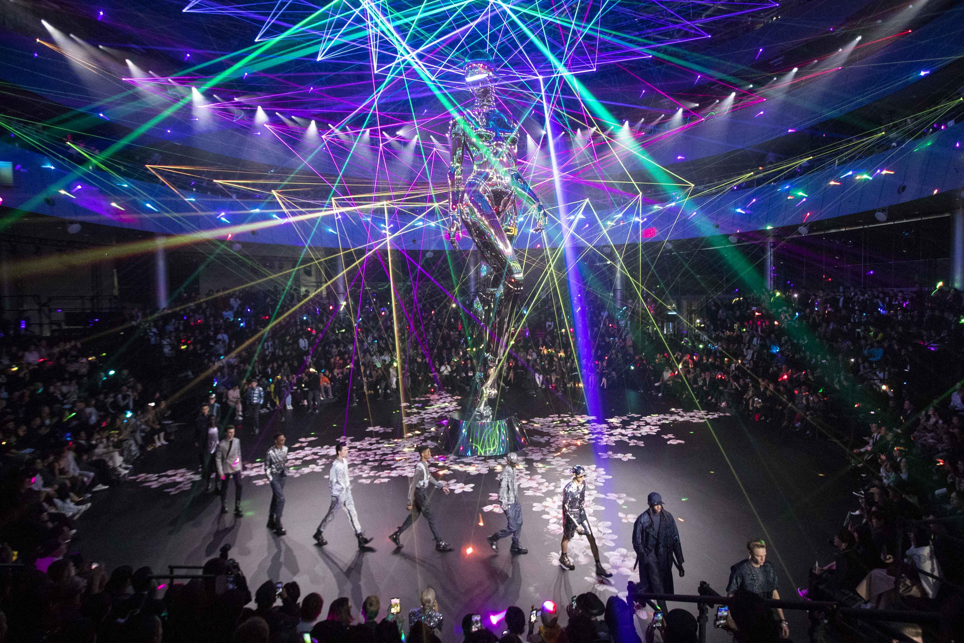 Show diễn BST Chớm Thu 2019 của Dior Homme được tổ chức tại Tokyo, Nhật Bản.