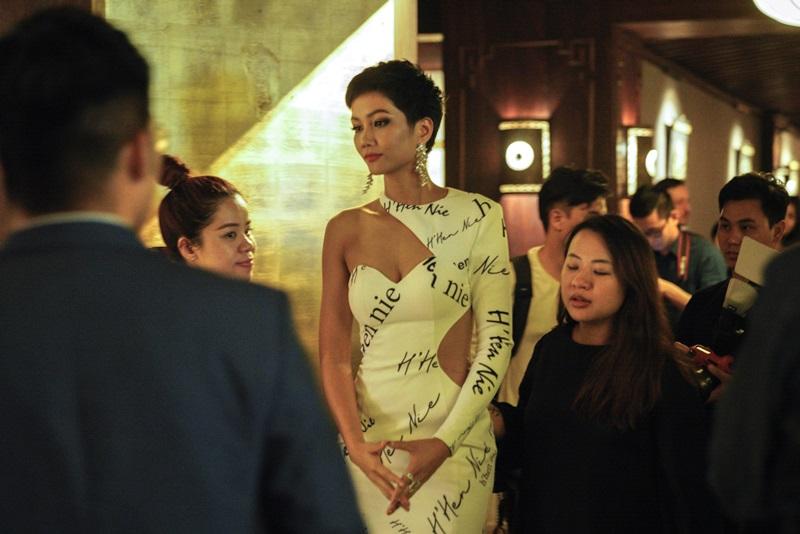Với Hoa hậu H Hen Niê, vinh quang là để đền đáp sự kỳ vọng của người hâm mộ, là để mang về vinh quang cho đất nước. Sau tất cả ánh hào quang, H Hen Niê chỉ muốn giữ lấy tiếng nói và tình yêu của mình cho những công việc thiện nguyện.