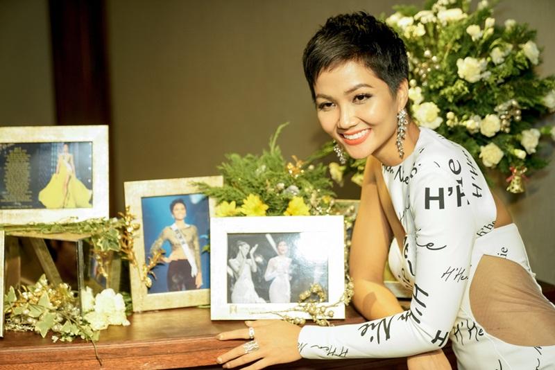 H'Hen Niê đã có một buổi giao lưu đầy cảm xúc trong cuộc họp mặt cùng giới báo chí và truyền thông.