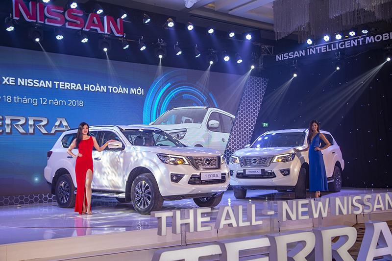 """Nissan Việt Nam ra mắt Terra """"quyết đấu"""" với Toyota Fortuner và Ford Everest"""