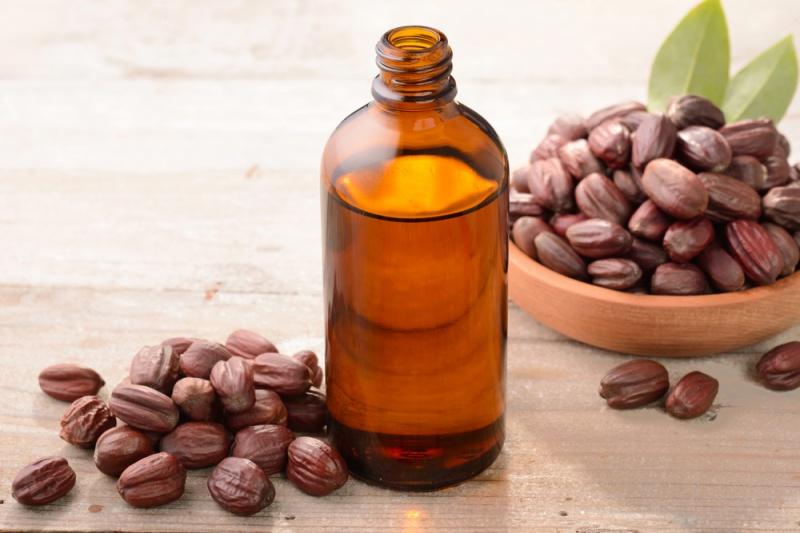 Vitamin E thiên nhiên và dầu jojoba chính là những dưỡng chất quý giá cho làn da.
