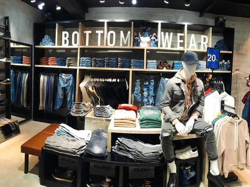 Không gian mua sắm tại 2 cửa hàng mới của Routine.