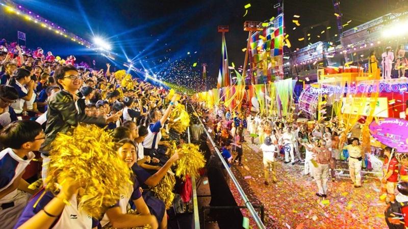 Đến với lễ hội Chingay Parade, các gia đình sẽ được hòa mình vào những màn trình diễn đầy màu sắc và cùng nhau ghi lại những khoảnh khắc vui tươi trong dịp mừng năm mới.