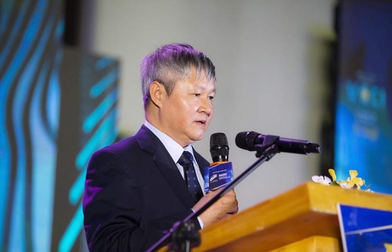 """Nhân sự kiện, ông Võ Tân Thành cũng gửi lời chúc đến chương trình: """"Tôi hiểu rằng giải thưởng Top 100 còn có ý nghĩa quan trọng trong việc đưa hình ảnh Việt Nam lan tỏa đến với bạn bè quốc tế và tạo dựng được nhiều cơ hội cho các nhà đầu tư nước ngoài tại Việt Nam""""."""