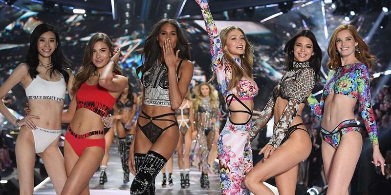"""Dàn người mẫu với đủ sắc tộc, màu da,... nhưng vẫn theo tiêu chuẩn những đường cong """"huyền ảo"""" của Victoria's Secret nên rất khó để các chân dài ngoại cỡ xuất hiện trong show diễn này."""