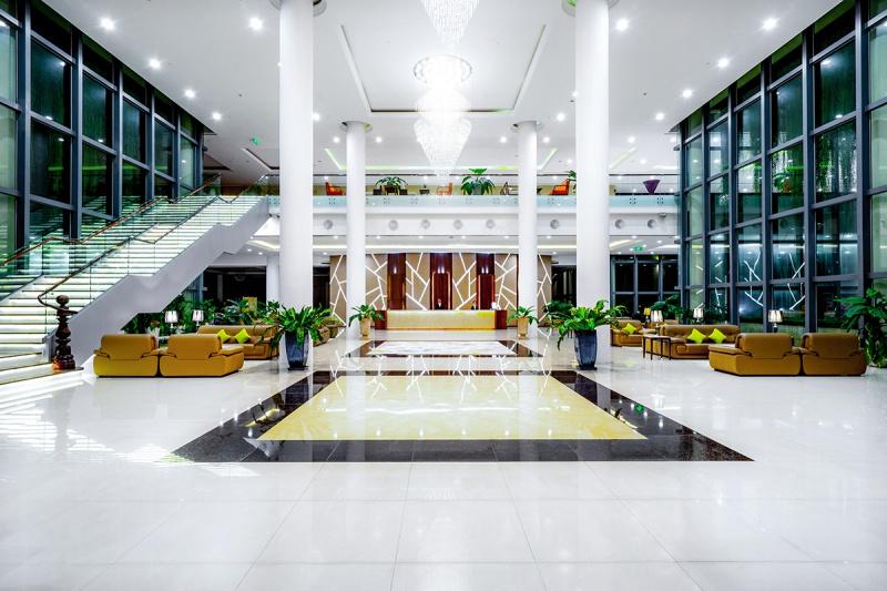 Thiết kế và nội thất sang trọng của khách sạn.
