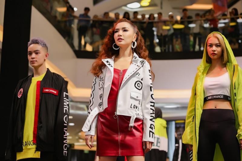 Bích Phương lần đầu làm vedette tại show diễn thời trang Lime Orange kết hợp Choco.Pie