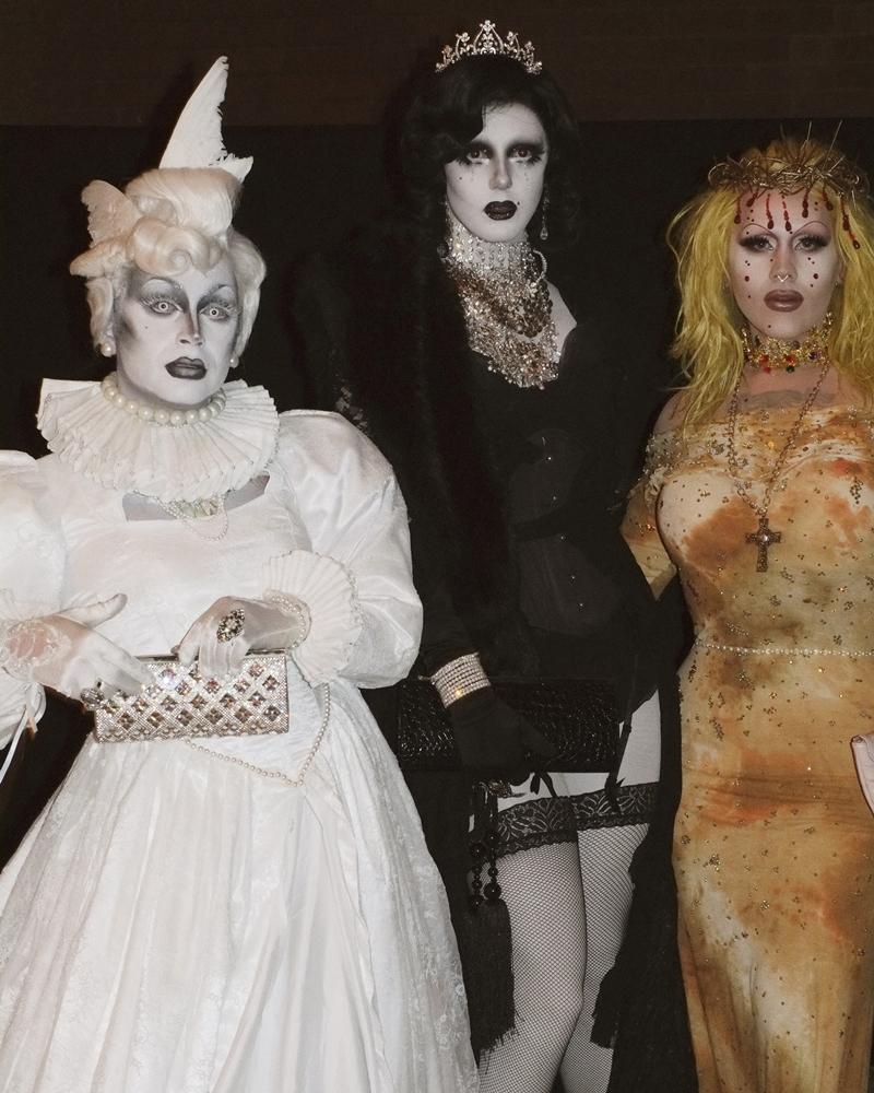Và những vị khách mời khác của sự kiện cũng không ngần ngại hóa trang cho buổi tiệc đặc biệt này.