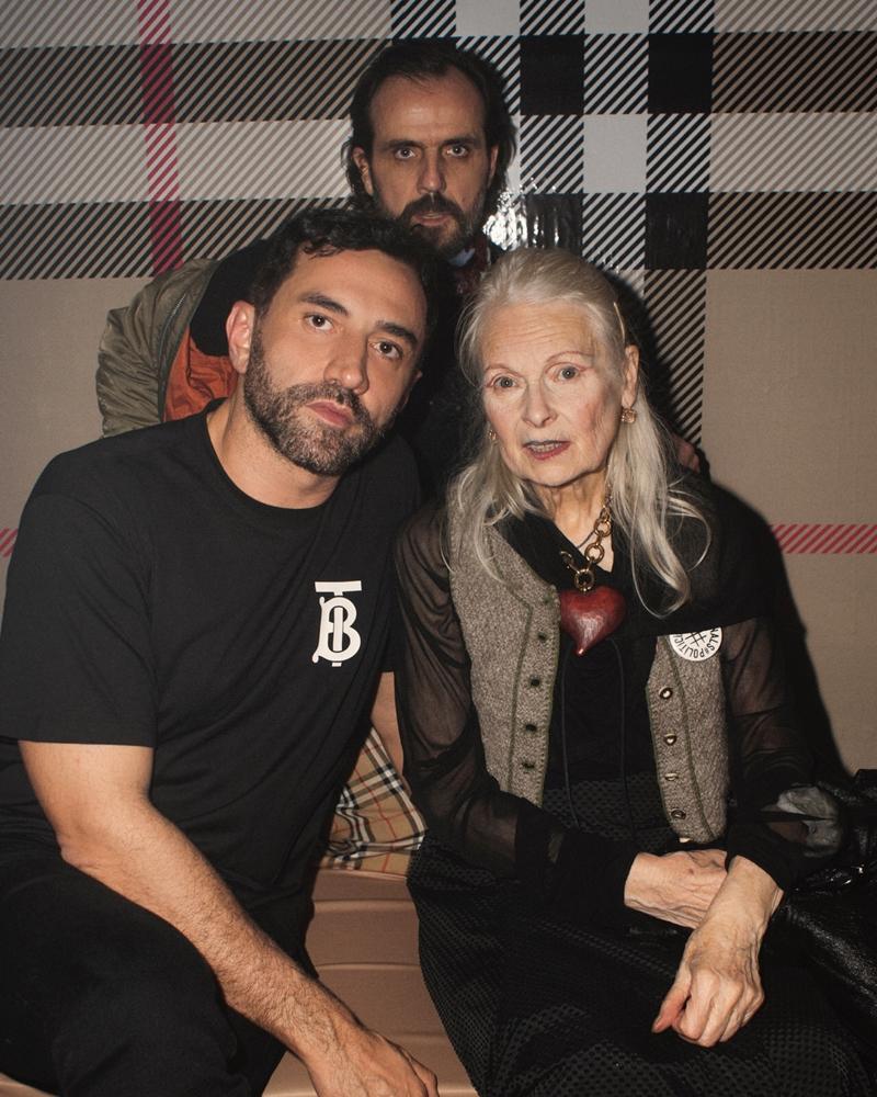 NTK Riccardo Tisci - Giám đốc Sáng tạo của Burberry (trái) và NTK Vivienne Westwood cùng chồng là Andreas Kronthaler (phía sau).