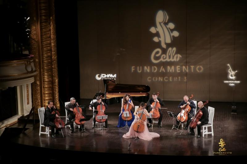 Nghệ sĩ Đinh Hoài Xuân và các nghệ sĩ quốc tế đã có một đêm nhạc thăng hoa và làm mãn lòng những người yêu mến âm nhạc cổ điển của Hà Nội.