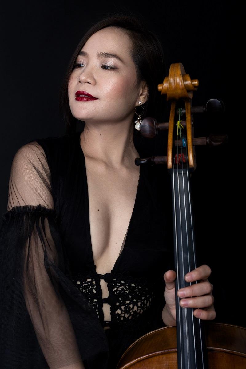 Đinh Hoài Xuân - người phụ nữ xinh đẹp, mạnh mẽ và đầy bản lĩnh, sẵn sàng gắn bó cả tuổi thanh xuân theo đuổi đam mê cháy bỏng với cây đàn Cello.