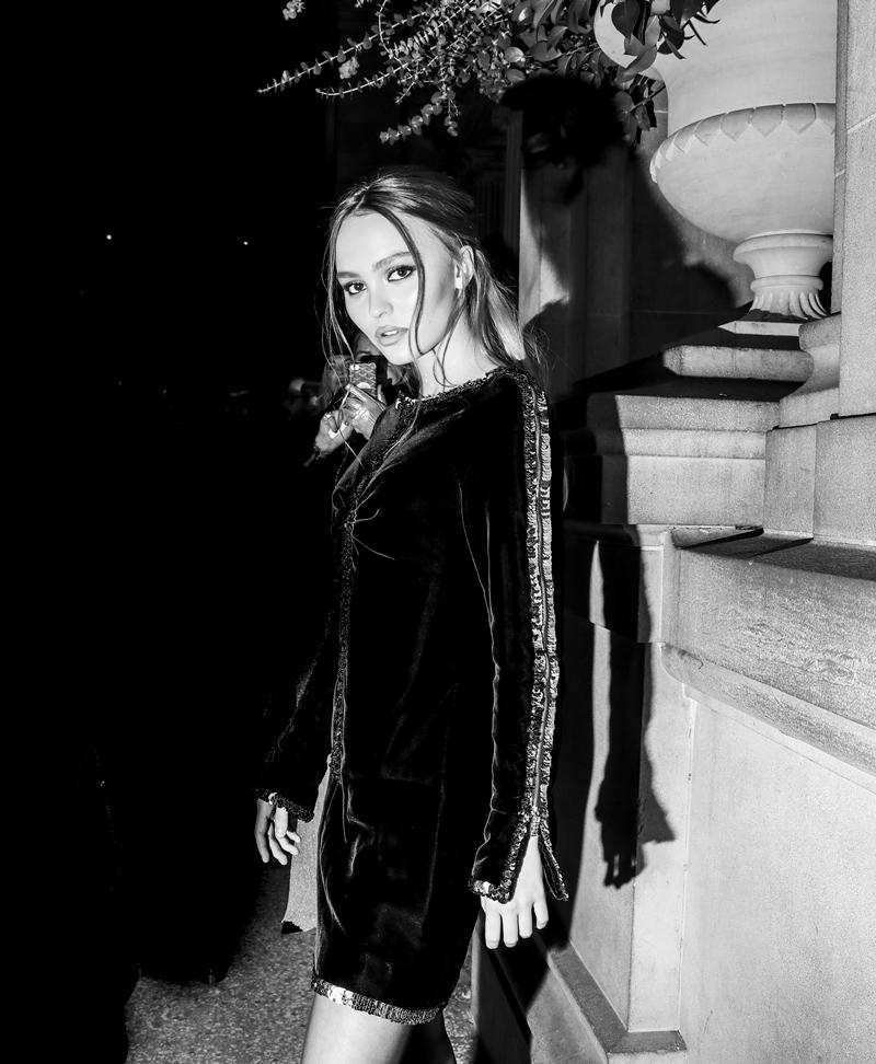 Và không thể thiếu gương mặt quảng cáo dòng nước hoa No5 L'Eau - Lily Rose Depp.