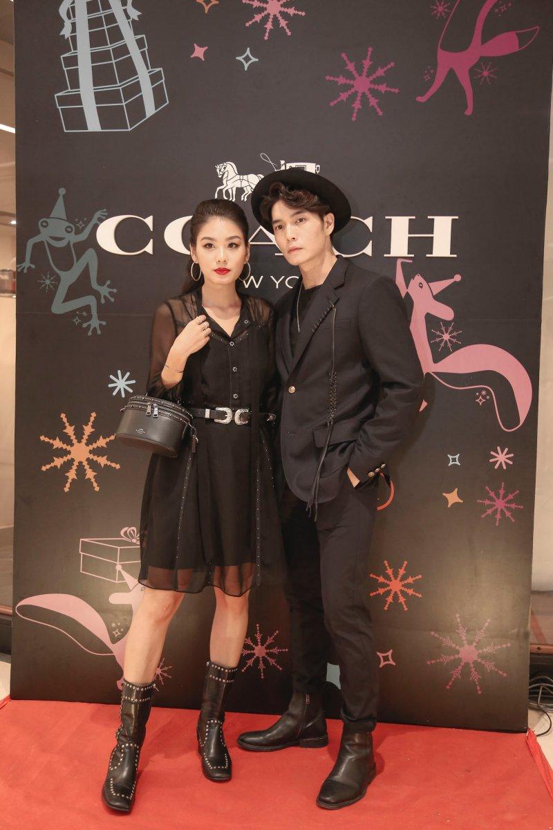 Hot girl Thảo Nhi Lê xuất hiện tại sự kiện cùng bạn trai Huy Trần.