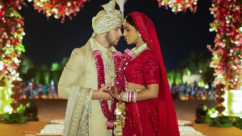 Bộ váy cưới theo phong cách truyền thống của người Hindu được làm bởi NTK Ấn Độ - Sabyasachi.