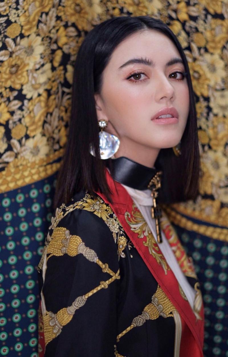 """""""Ma nữ"""" của điện ảnh Thái Lan đã thu hút mọi sự chú ý ngay khi xuất hiện bởi vẻ đẹp lai với những nét đẹp không tì vết."""