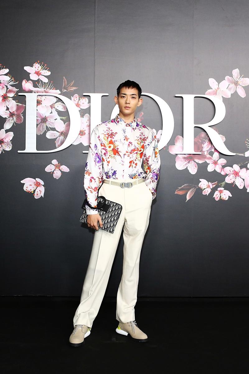 Diễn viên Nhật Bản Ryo Ryusei trẻ trung trong thiết kế Xuân Hè 2019 của Dior Homme.