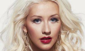 Không theo trào lưu sản xuất mỹ phẩm, Christina Aguilera ra mắt dụng cụ tạo kiểu tóc kết hợp với thương hiệu Lidl