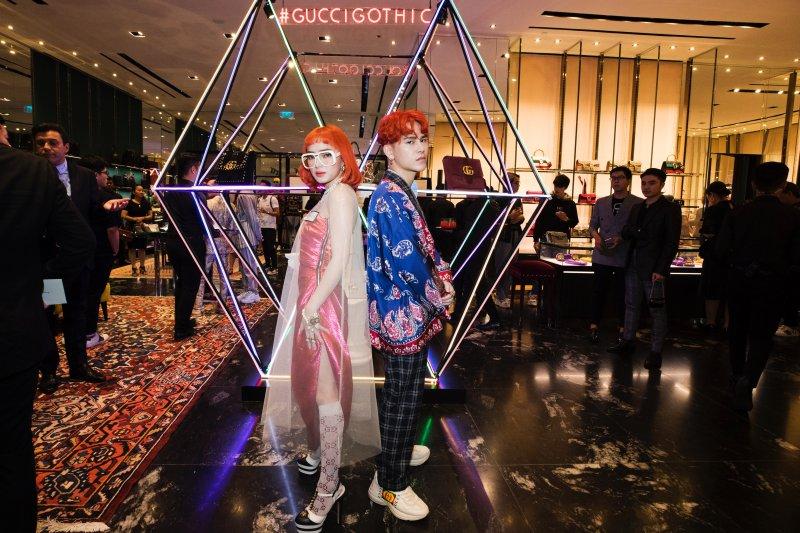 Cặp đôi Châu Bùi và De.Cao thu hút mọi ánh nhìn bởi mái tóc đỏ rực đồng điệu.