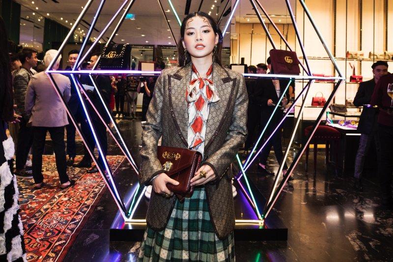 Chi Pu cũng không ngần ngại thể hiện cá tính khác lạ của mình trong trang phục và phụ kiện Gucci.