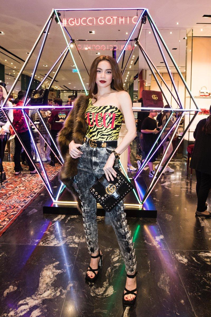 Nữ hoàng giải trí của showbiz Việt Hồ Ngọc Hà quyến rũ tuyệt đối trong thiết kế Cruise 2019 của Gucci.