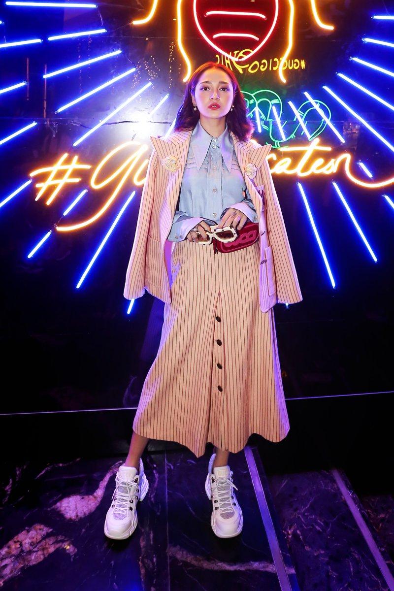 Bảo Anh hóa thân thành quý cô cổ điển nhưng hết mực cá tính trong thiết kế của Gucci.
