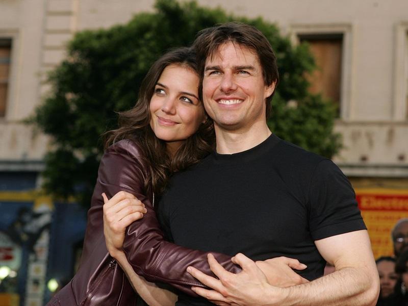 Mọi tin tức về cô đều chỉ gắn với đức lang quân Tom Cruise – từ chuyện hẹn hò, mang bầu, sinh con tới những thứ kỳ khôi hơn như dị giáo, giao tiếp với người ngoài hành tinh,…
