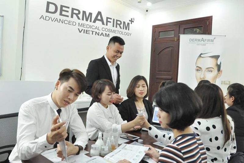 Dermafirm cung cấp combo kinh doanh 4.0 cho phép khách hàng tối ưu hóa hiệu quả điều trị và kinh doanh thành công.