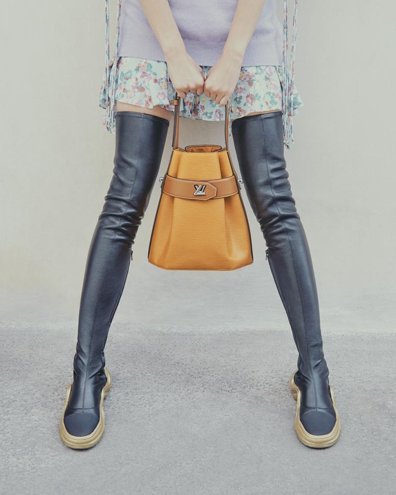 Phiên bản boots da cao cổ quá gối của Archlight tôn đôi chân dài của các nàng cực kỳ hiệu quả.