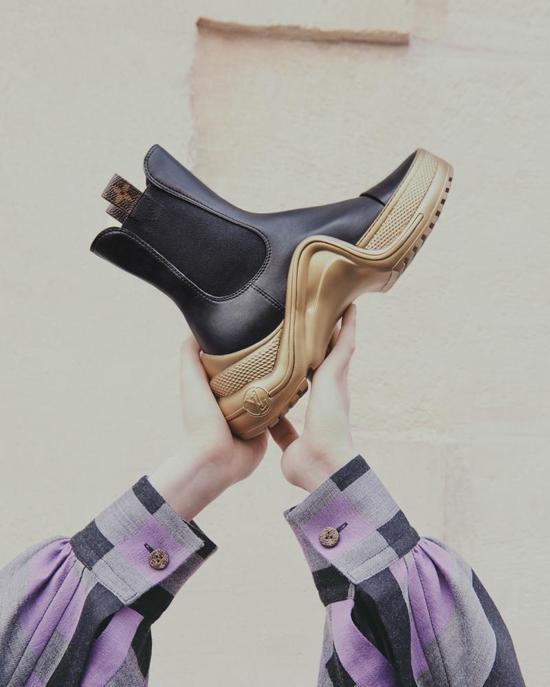 Boots da cao cổ với cổ giày co dãn.