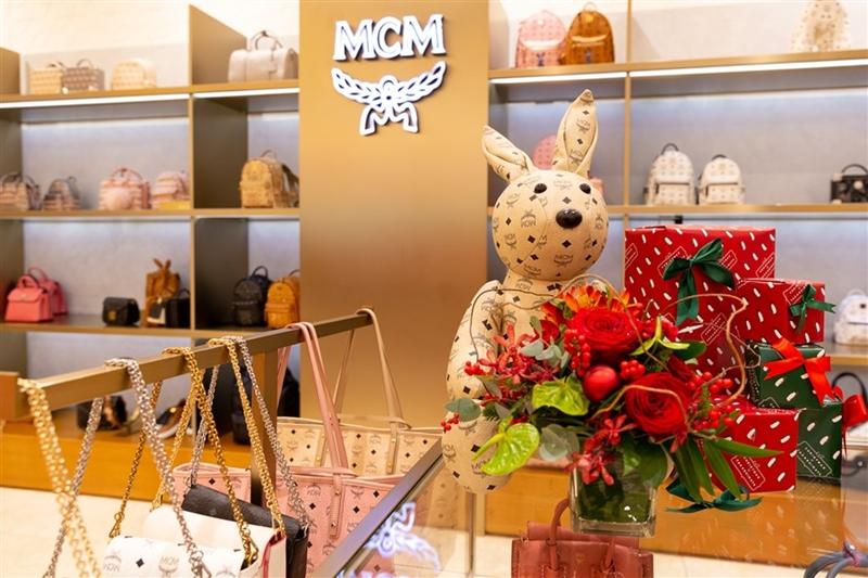 Không khí Lễ hội bên trong cửa hàng MCM tại TTTM Takashimaya, Tp.HCM.