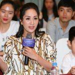 Con trai Khánh Thi theo chân mẹ đi dự sự kiện