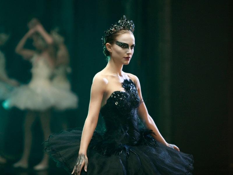 """""""Black Swan"""" (2010) khiến khán giả gạn dạ mấy cũng phải che mắt, chẳng dám nhìn."""
