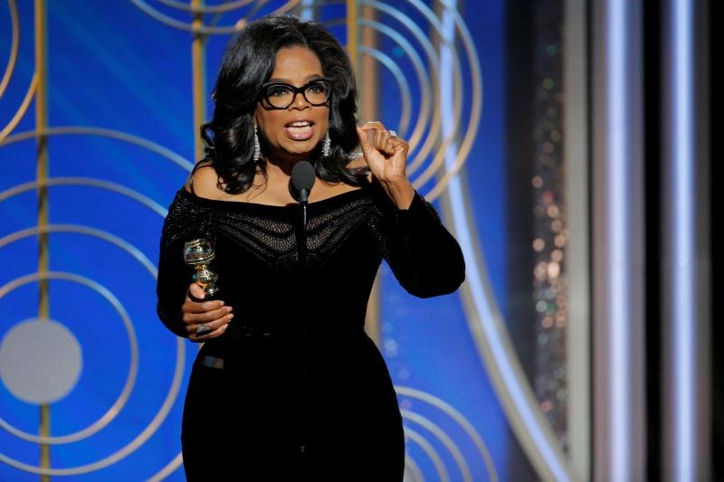 Cầm chiếc cúp trong tay, Oprah Winfrey mở đầu bài phát biểu của mình về nạn xâm hại tình dục ở Hollywood, phong trào #MeToo,...