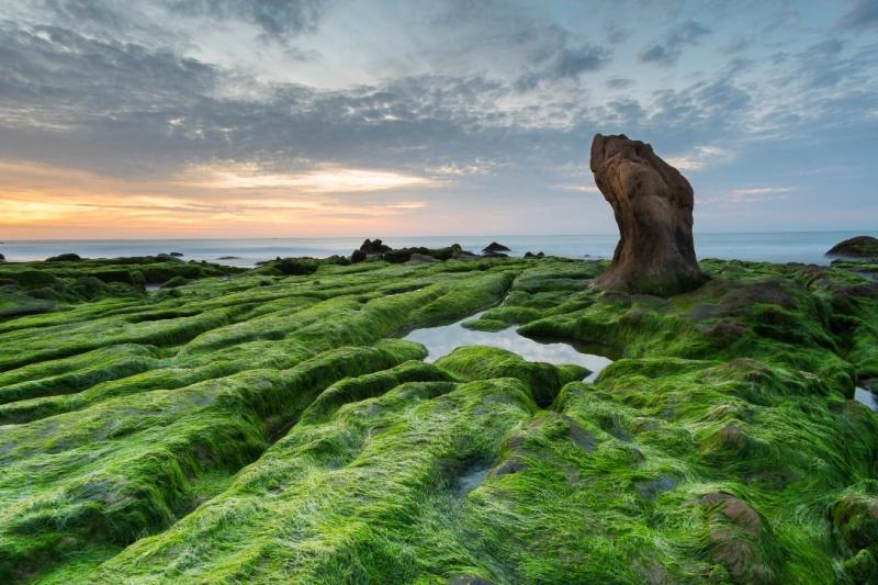 """Cứ tưởng như đang lạc vào thế giới kỳ ảo của """"Lords of the Rings"""" đúng không? Đây chính là biển Cổ Thạch, nơi còn lưu giữ được nét hoang sơ tuyệt mỹ của thiên nhiên đấy."""