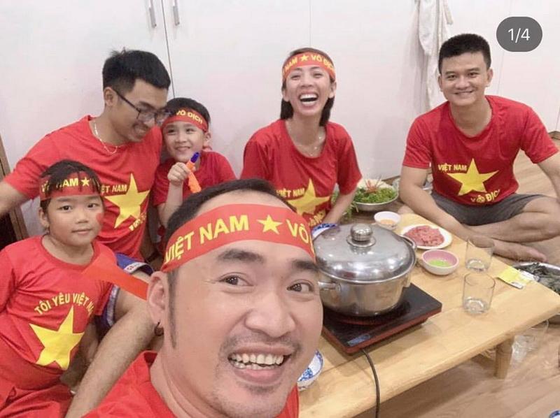 """Vợ chồng Thu Trang - Tiến Luật lại chọn cách ăn mừng khá """"ấm bụng"""" và an toàn."""