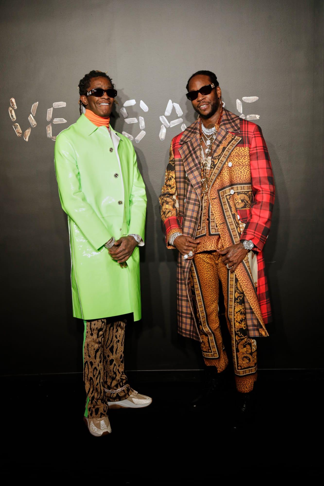 Rapper Young Thug và 2Chainz trong các thiết kế của Versace.