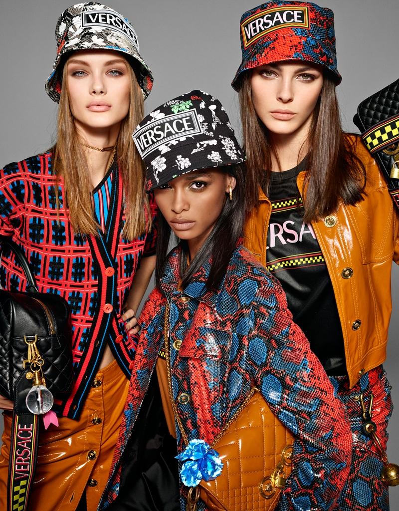 Tinh thần trẻ trung, tươi mới trong BST Xuân Hè 2019 của Versace được những gương mặt mẫu trẻ triển vọng thể hiện vô cùng thuyết phục.