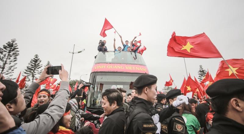 Chiến thắng nối tiếp nhau, đội tuyển bóng đá Việt Nam cùng vị thầy đáng kính Park Hang Seo đã tạo nên bầu không khí tự hào cho thể thao nước nhà từ cuối năm 2017 cho đến bây giờ.