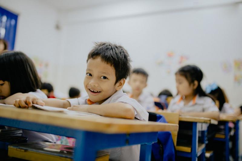 Nụ cười tươi của bé Đạt giống một lời cảm ơn đến anh Nghĩa và cộng đồng đã luôn quan tâm đến một mảnh đời còn nhiều khó khăn như em