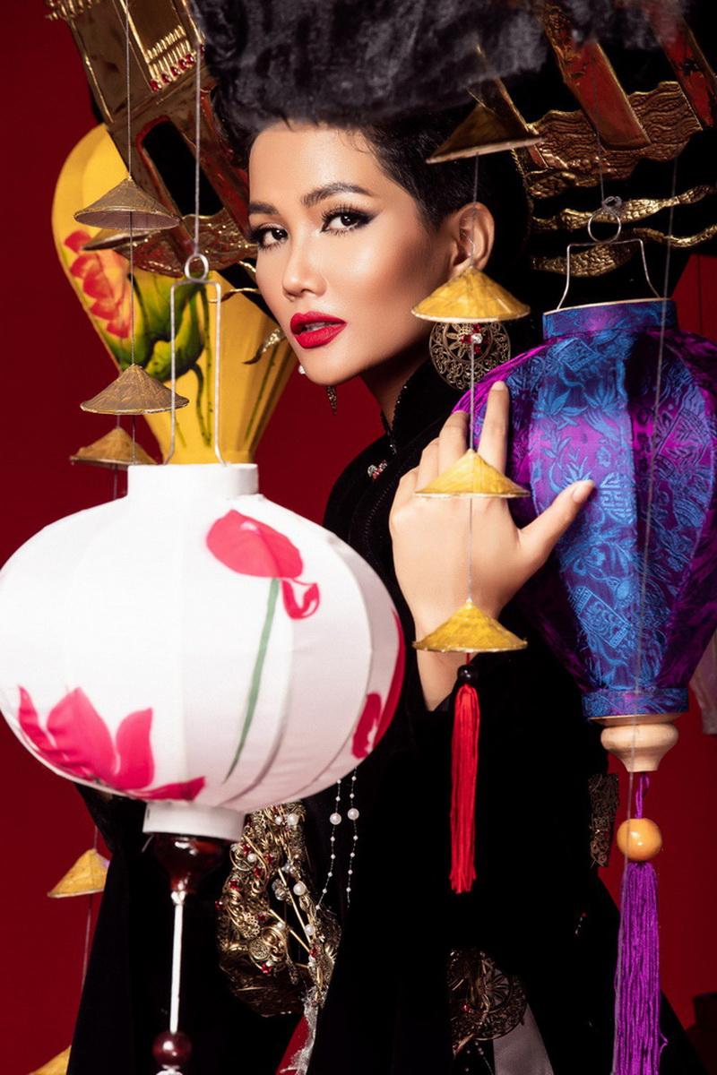 Từ một cô bé đồng bào thiểu số Tây Nguyên, nàng hậu H'Hen Niê đang lan tỏa cảm hứng cho những cô gái trẻ