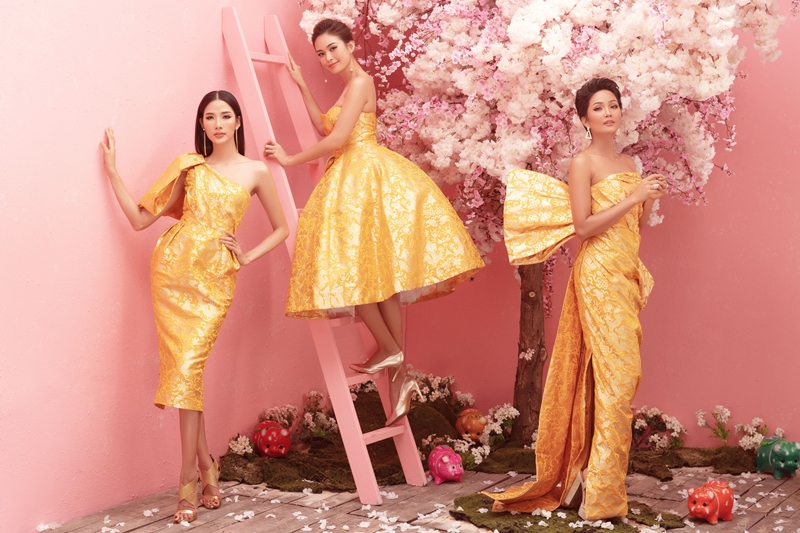 Sang concept thứ hai với váy đầm họa tiết rồng sang trọng, tinh tế của nhà thiết kế Đỗ Mạnh Cường, Top 3 Hoa hậu Hoàn vũ Việt Nam như những nàng công chúa của mùa xuân, mang may mắn, tài lộc đến với mọi người.