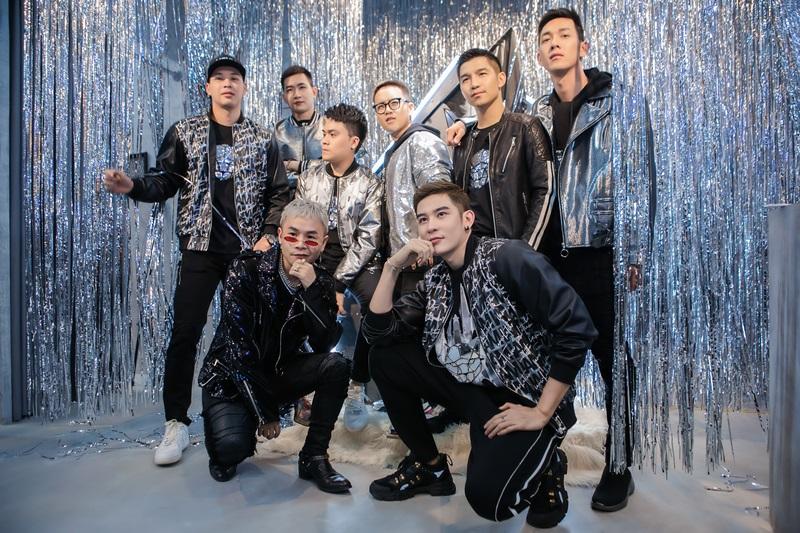 Dàn sao nam đình đám của showbiz Việt, cũng là những bạn bè thân thiết của NTK Chung Thanh Phong đều hội tụ đông đủ trong sự kiện khai trương cửa hàng đầu tiên tại phía Bắc của anh.