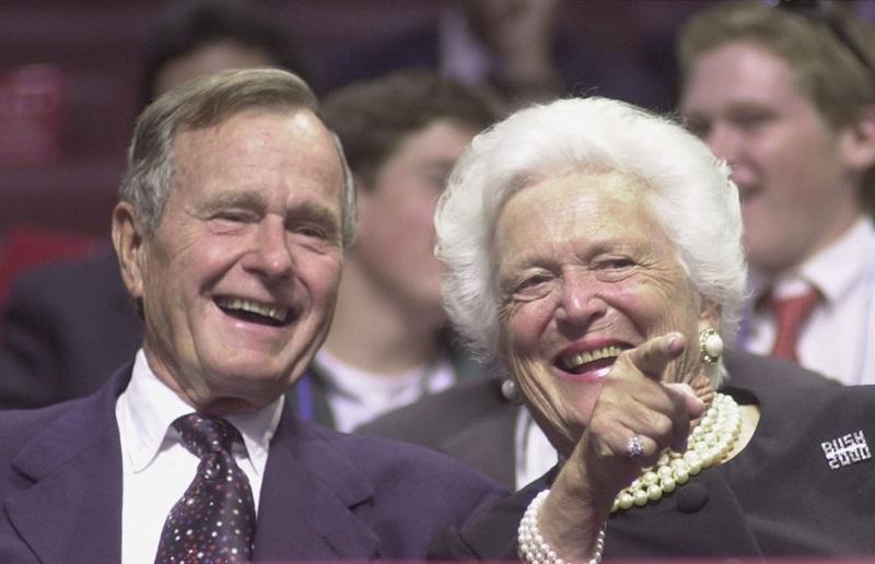 """""""George Bush đã cho tôi cả thế giới. Ông ấy là người tốt nhất - chu đáo và đáng yêu"""", bà nói. """"Tôi đang ngày càng già đi và vẫn còn yêu người đàn ông tôi đã cưới 72 năm trước""""."""