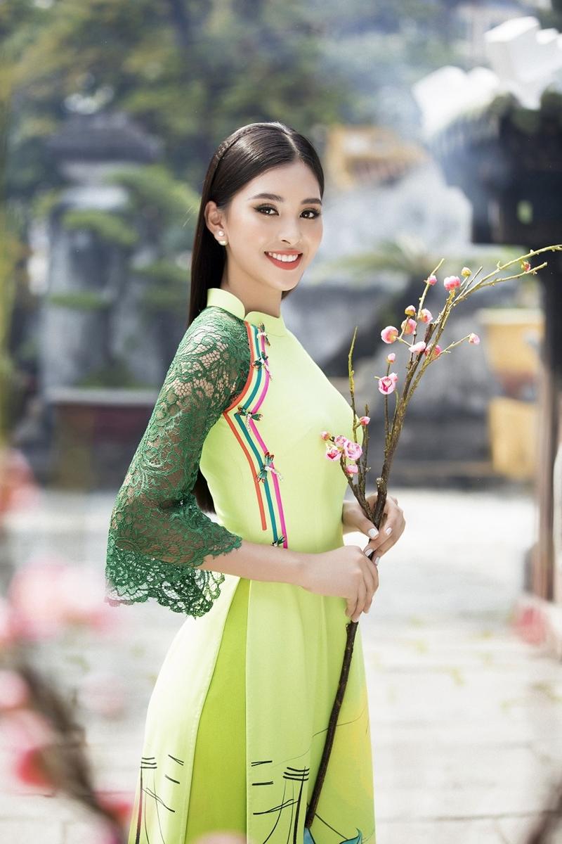 Kể từ ngày đăng quang và trở về từ Miss World 2018, Hoa hậu Tiểu Vy ngày càng được sự ủng hộ của khán giả bởi nhan sắc ngày càng thăng hạng và sự xuất hiện liên tục từ các sự kiện giải trí và cộng đồng.