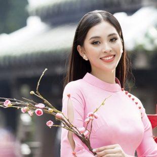 Tiểu Vy duyên dáng nét xuân trong tà áo dài mang hình ảnh mái ngói Hội An