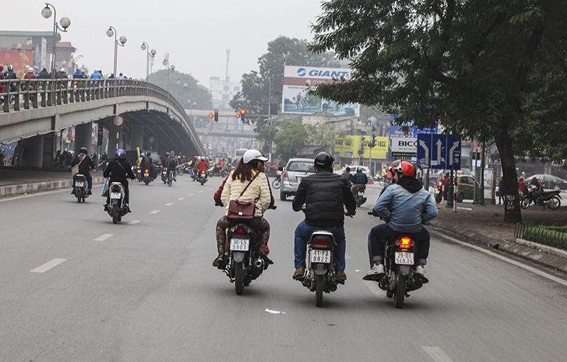 """Người Việt """"xấu xí"""" trong văn hóa giao thông (P. 4): Hiểm họa bất ngờ từ xe chở vật liệu xây dựng"""