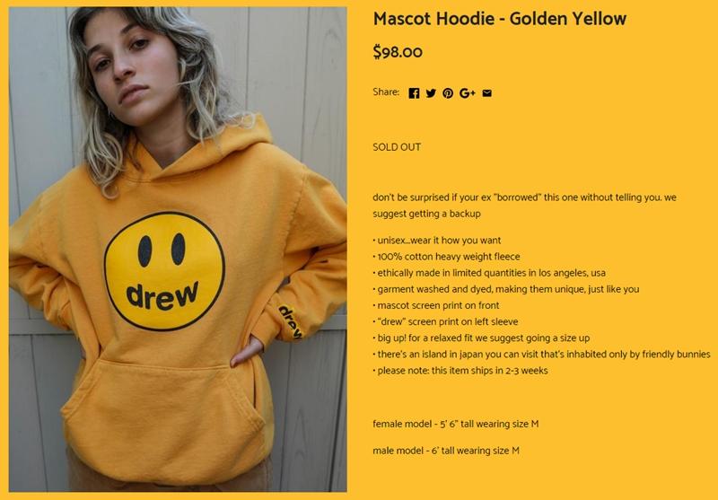 """Ngay cả đoạn mô tả sản phẩm cũng rất """"chất chơi"""" khi lời cảnh báo cũng bày tỏ sự tự tin về sức hấp dẫn từ các thiết kế của Drew House: """"Đừng lấy làm lạ nếu chàng ấy 'mượn tạm' chiếc hoodie này mà không hề hỏi ý bạn. Chúng tôi đề nghị bạn nên mua thêm 1 chiếc để dự phòng""""."""