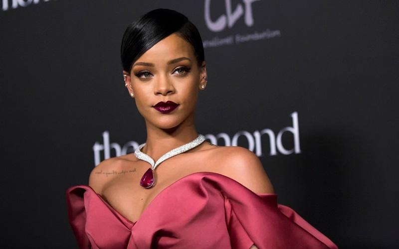 Hậu ăn nên làm ra với nội y và mỹ phẩm, Rihanna tiếp tục bắt tay cùng ông lớn LVMH